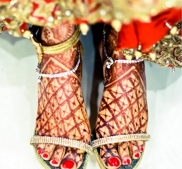 32022a4a3 ... her toes on her wedding day. Many give a great deal of importance to  their face
