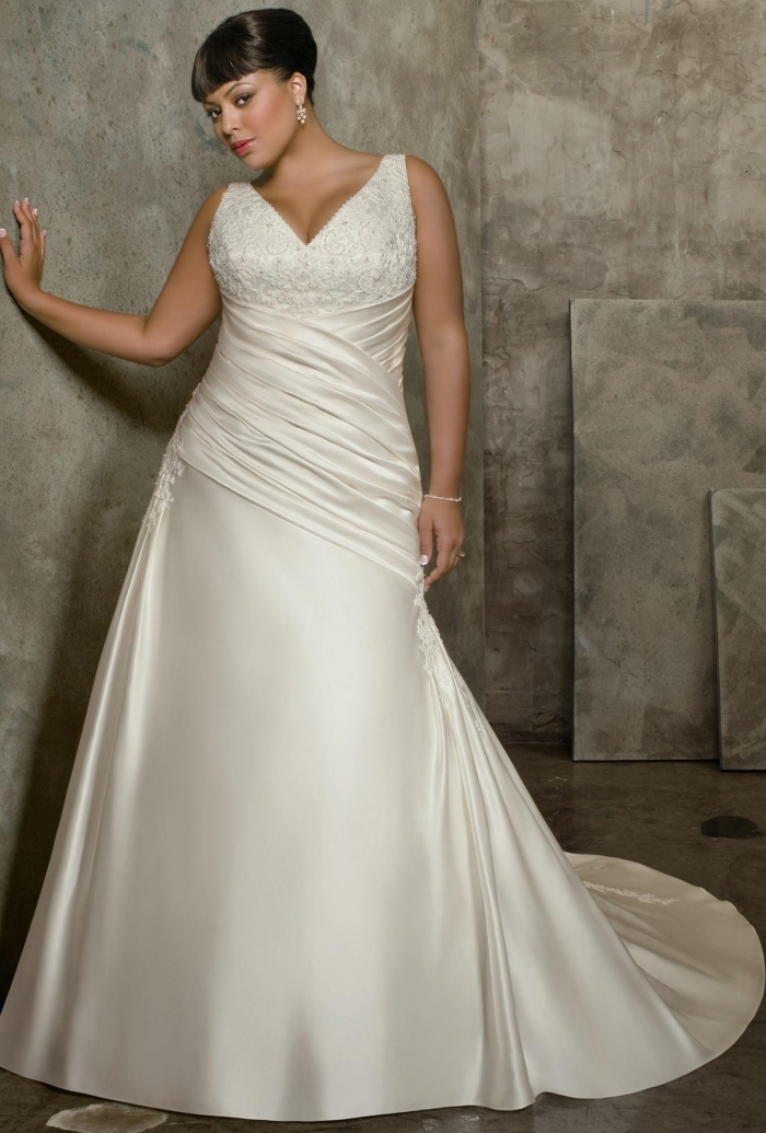 Wedding gown shopping tips for plus sized brides india 39 s for Wedding dresses for thick brides