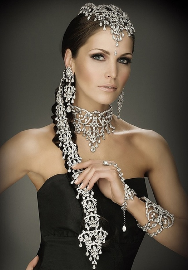 Wedding Hair Jewellery : Indian bridal hairstyles accessories fit for a queen