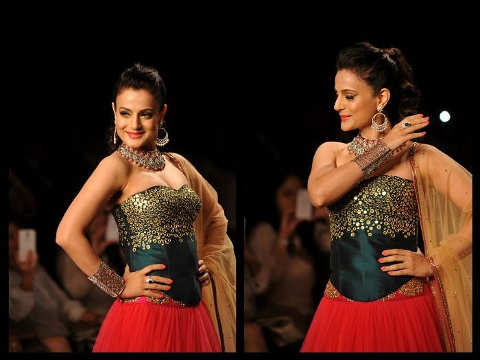 Amisha-Patel-Walks-for-Swaroski-at-IIJW-2014