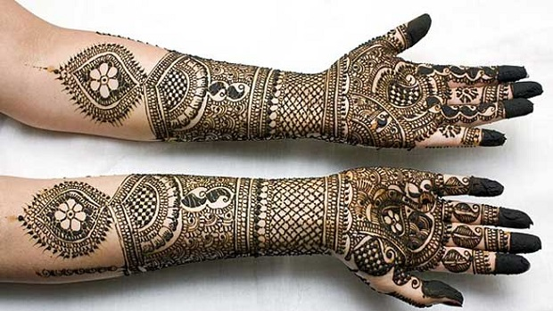 Mehndi Ceremony Caption : How to rock karva chauth bollywood style india s