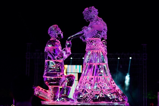 ice carved statue of bride and groom at Jodhpur royal wedding