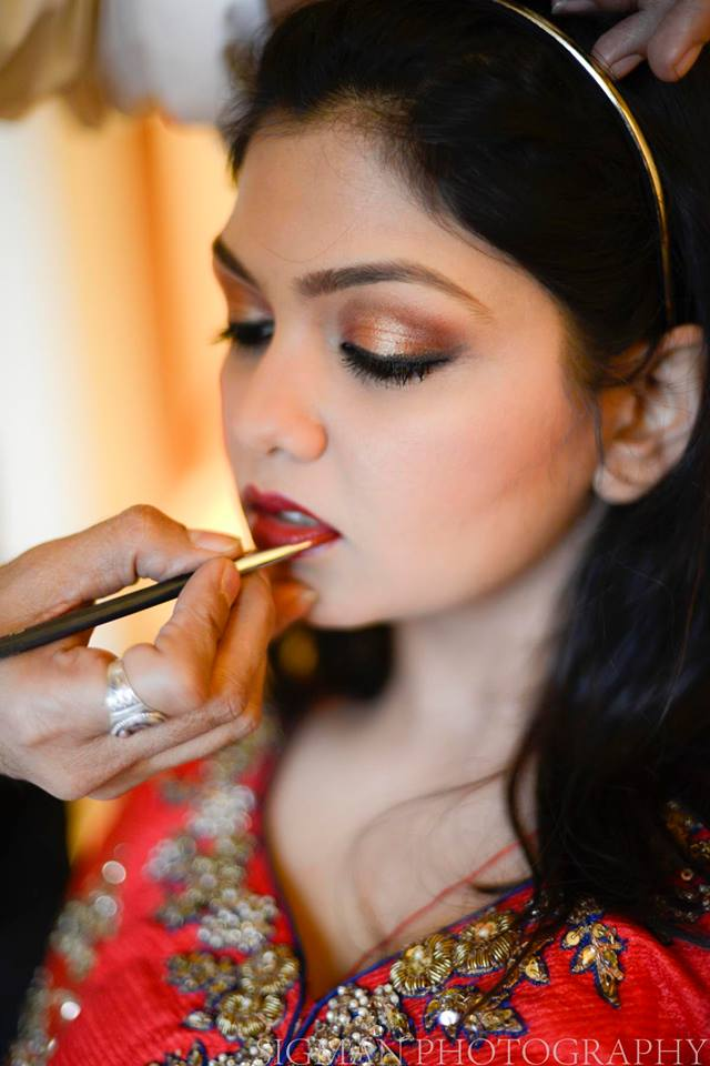 bride getting ready shoot by Sigman photography Mumbai Wedding husband wife photography team in Mumbai