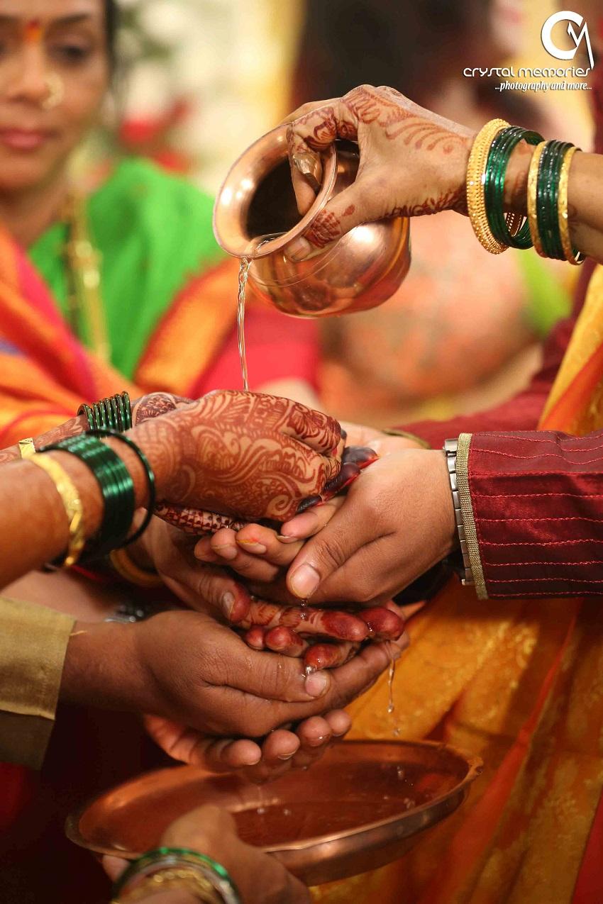 rituals during a sweet Marathi ceremony-classic Marathi real wedding