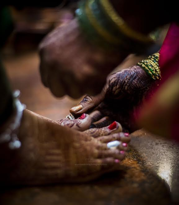 Mehendi Simple Puneri wedding by Kaustubh's Photography