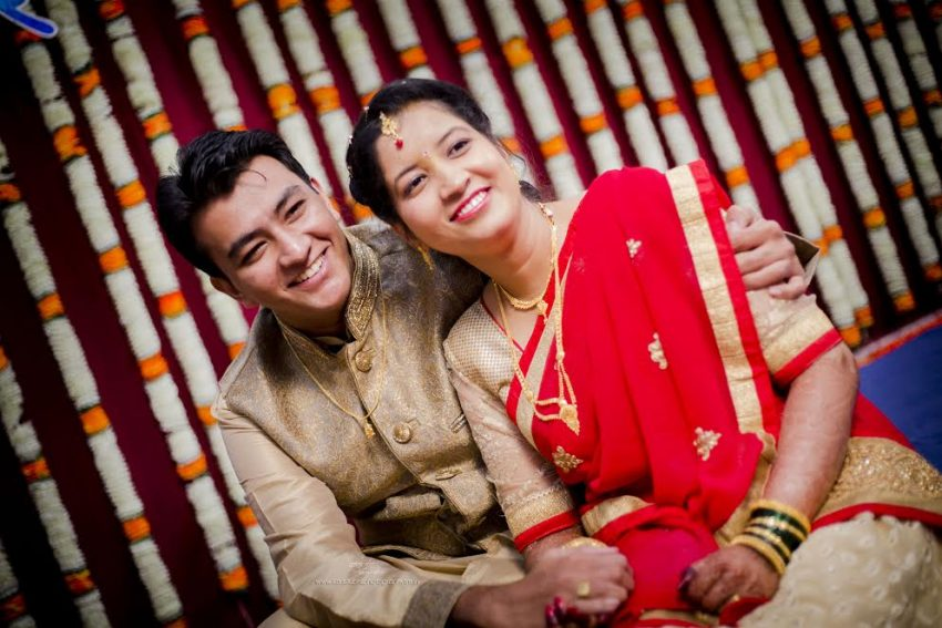 couple Marathi Puneri Simple Puneri wedding by Kaustubh's Photography