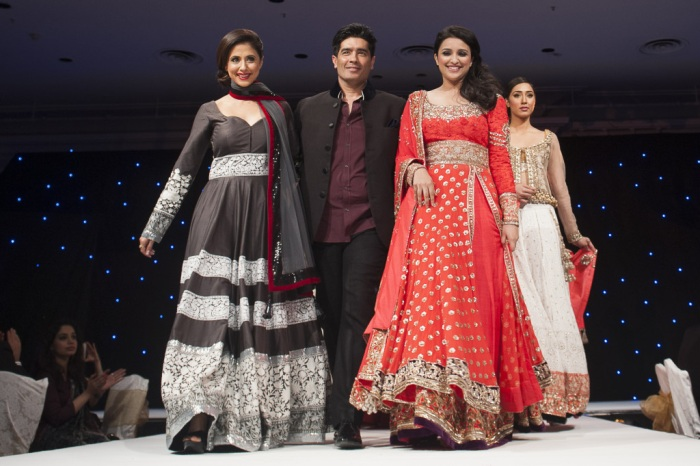 Manish Malhotra S Uk Fashion Debut For A Cause India S Wedding Blog