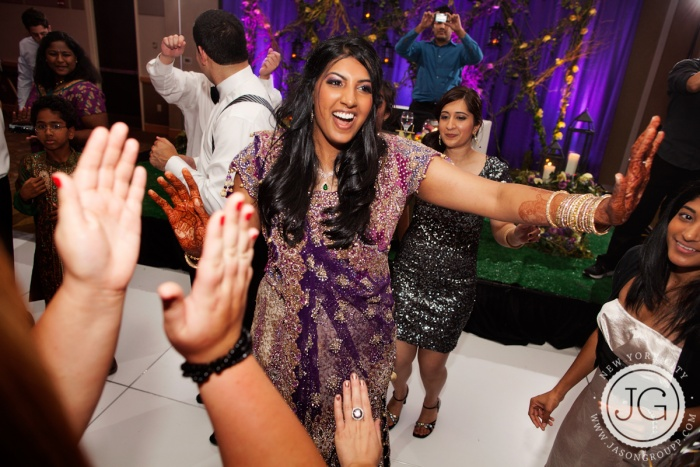 010_jason-groupp-indian-wedding-photography-dancing