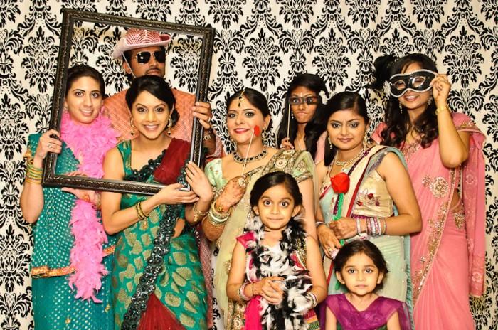 indian-wedding-photobooth-group-photo