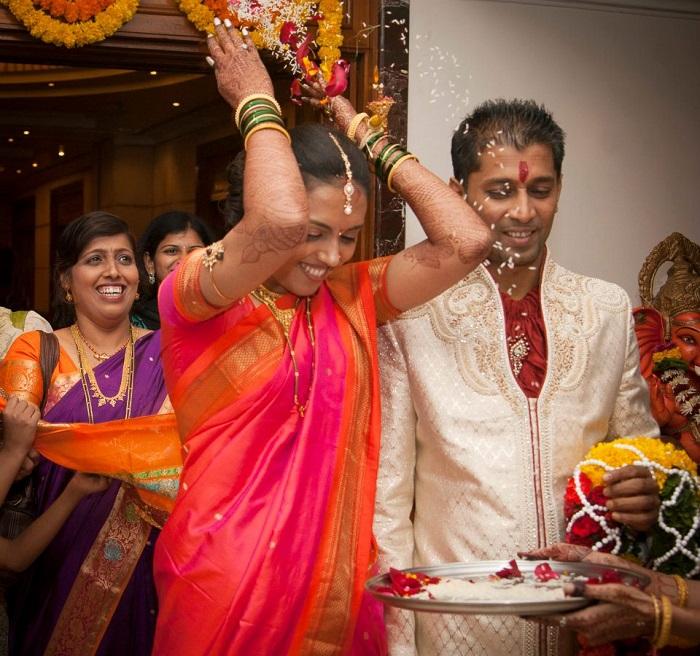 kavita 2 throwing rice
