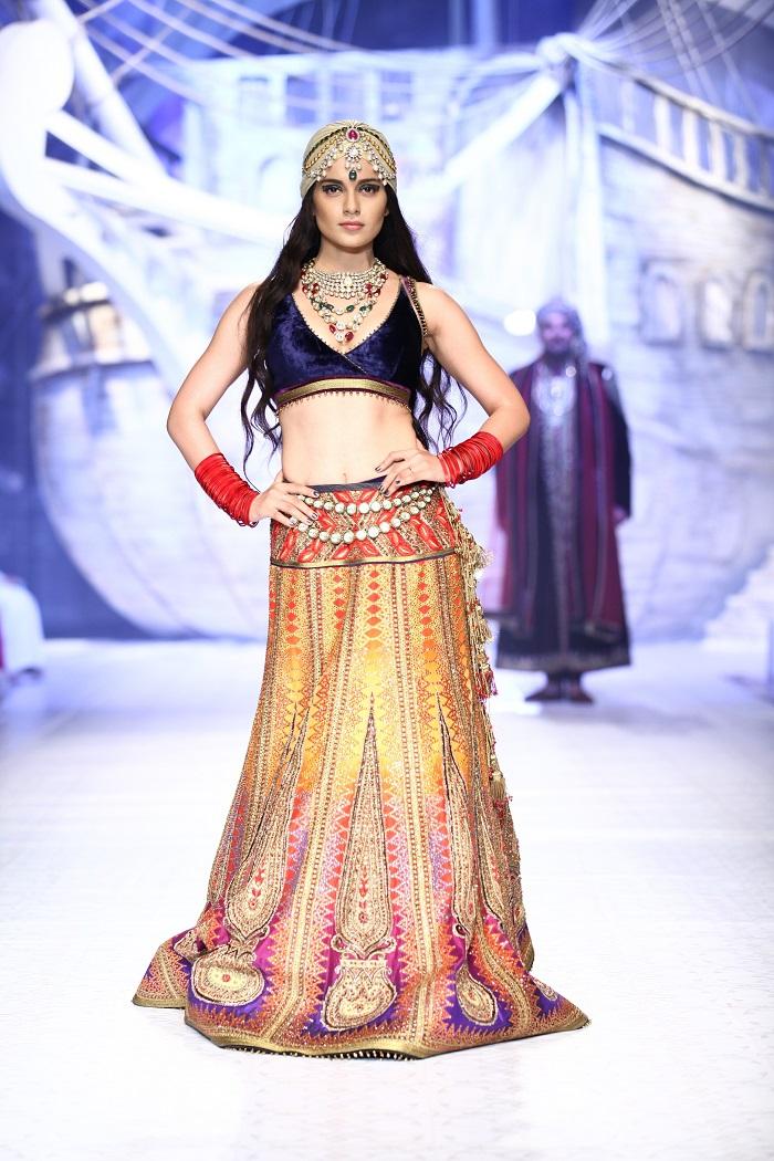 seen-at-india-bridal-fashion-week-delhi-2013-kangana-ranaut-as-the-showstopper-jj-valayas-opening-show-maharaja-of-madrid