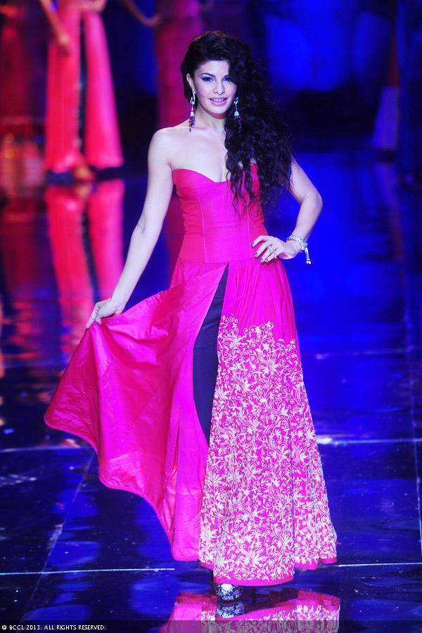 Jacqueline-Fernandez-displays-a-creation-by-designer-Jyotsna-Tiwari-on-Day-2-of-India-Bridal-Fashion-Week-in-New-Delhi-on-July-24-2013