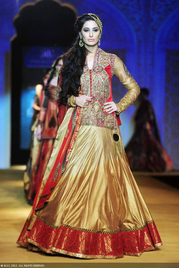 Nargis-Fakhri-walks-the-ramp-to-showcase-a-creation-by-designers-Ashima-and-Leena-on-Day-4-of-the-India-Bridal-Fashion-Week-IBFW-2013-at-The-Grand-Vasant-Kunj-in-New-Delhi