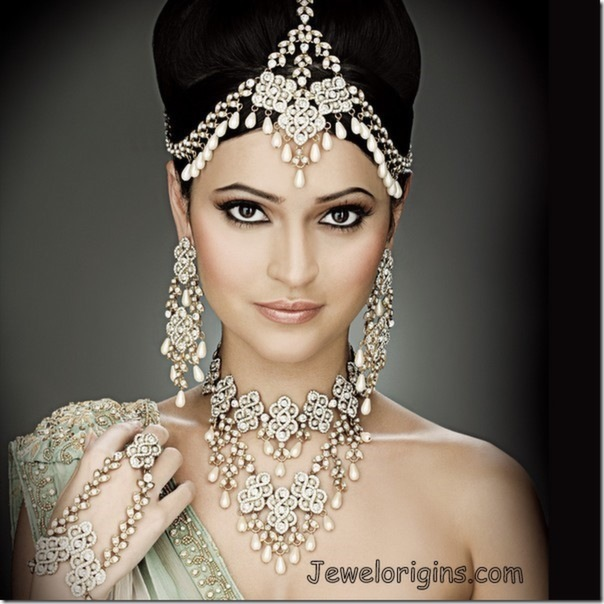 5 Ultimate Hair Accessories For Indian Brides