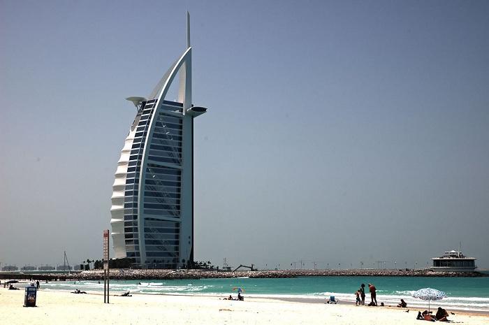 Dubai_-_Burj_Al_Arab