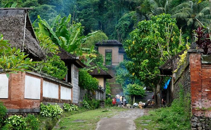 Traditional_village,_Bali
