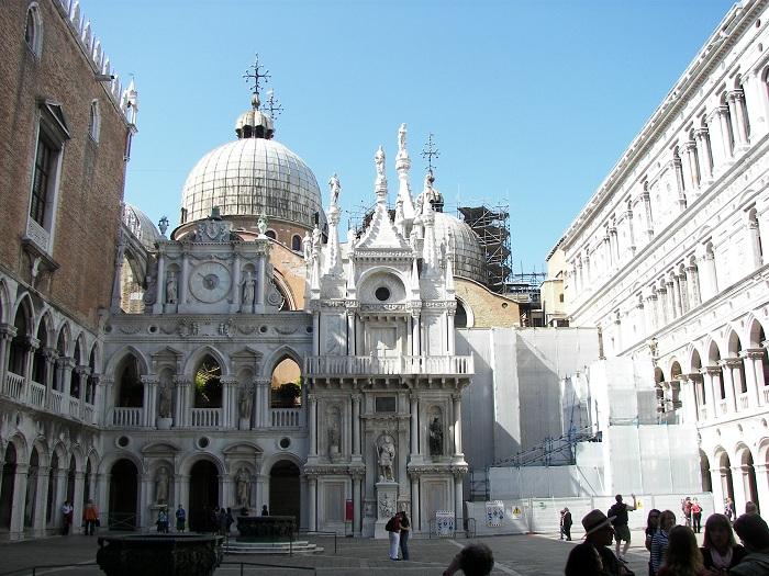 Doge's Palace courtyard (Venice)