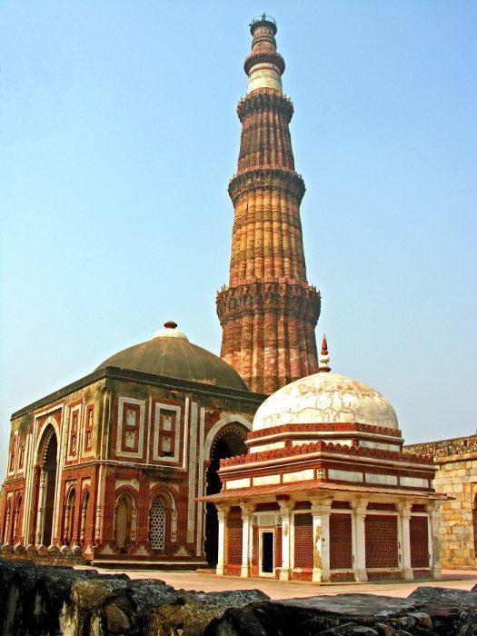 Alai_Gate_and_Qutub_Minar