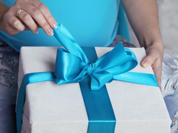 opening wedding gifts