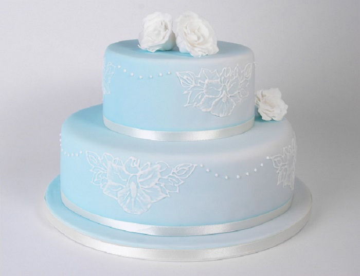 light blue and white icing wedding cake