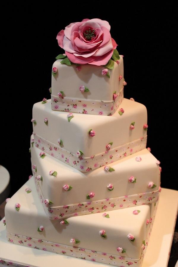 Pretty floral wedding cake