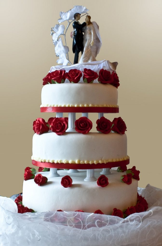 Wedding cake with pillars