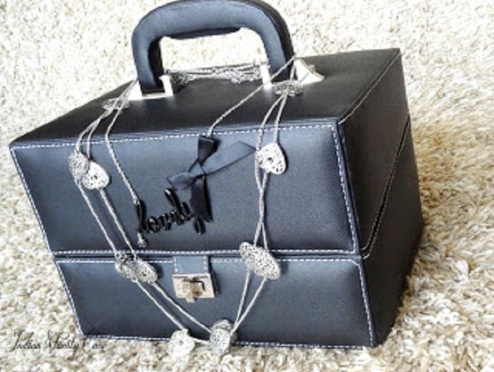 Trendy vanity box