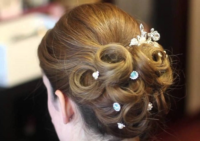 Bridal hairstyles-Pulled back wedding hairstyle ideas