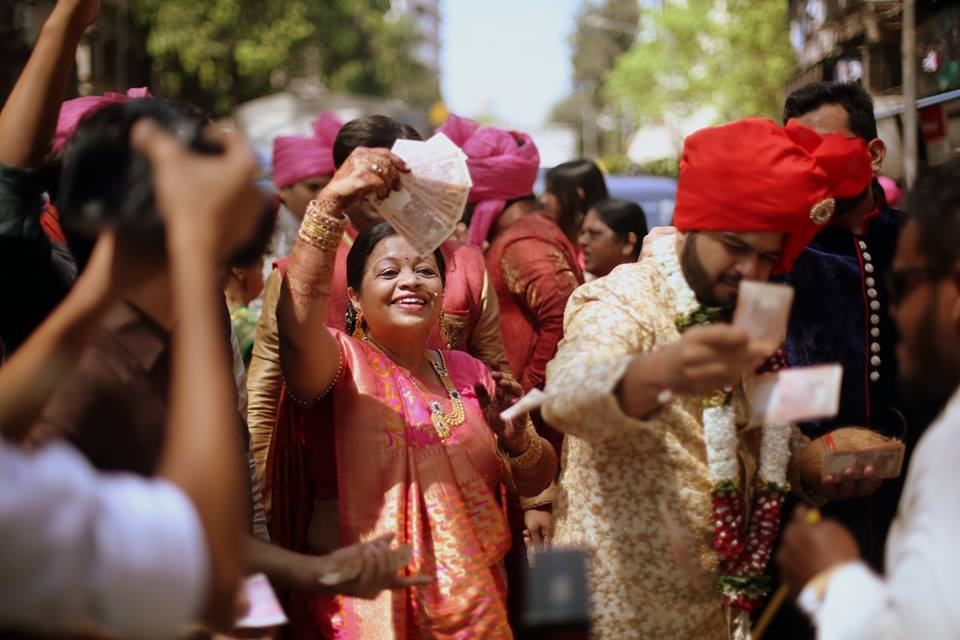 ways to be the best wedding guest
