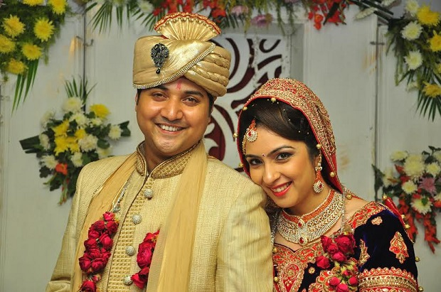 red beige themed real wedding Arya Samaj style
