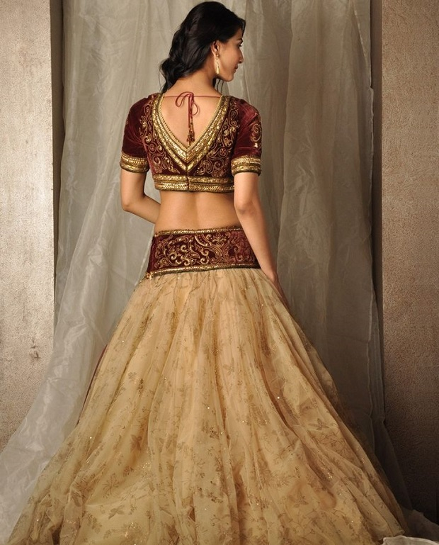 Indian wedding dresses that are even more gorgeous from the back