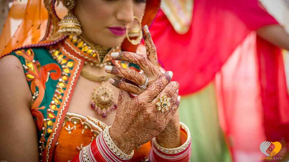 tips to prevent overspending on the wedding day- image by Camera Crew Mumbai Wedding photography