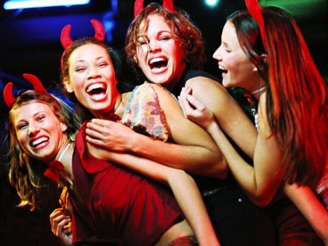 bachelorette party vs bridal shower