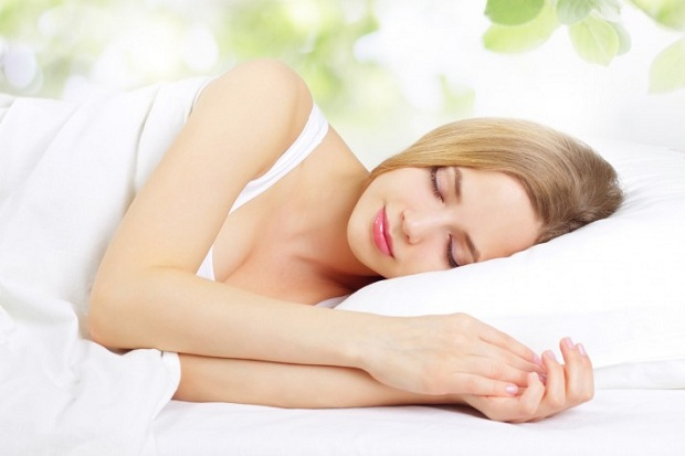 12 tips to sleep better for glowing skin