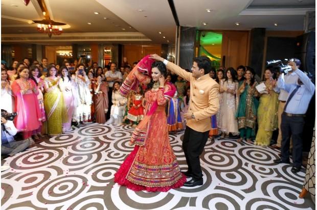 entertaining-children-at-weddings