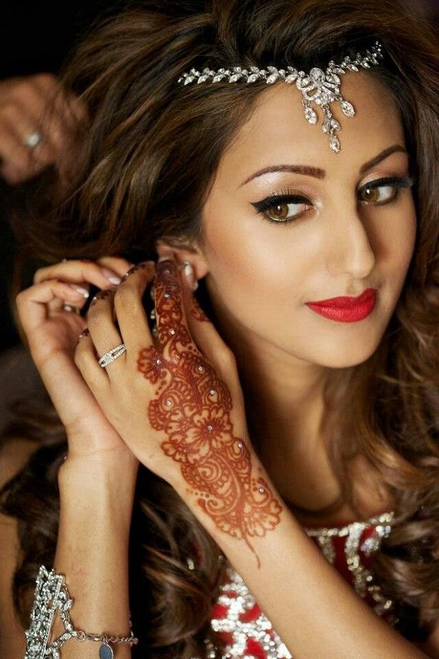 Modern wedding hairstyles for Reception-Indian brides