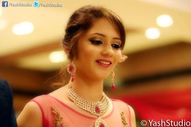 Indian wedding hairstyles-photography by Yash Studio Mumbai