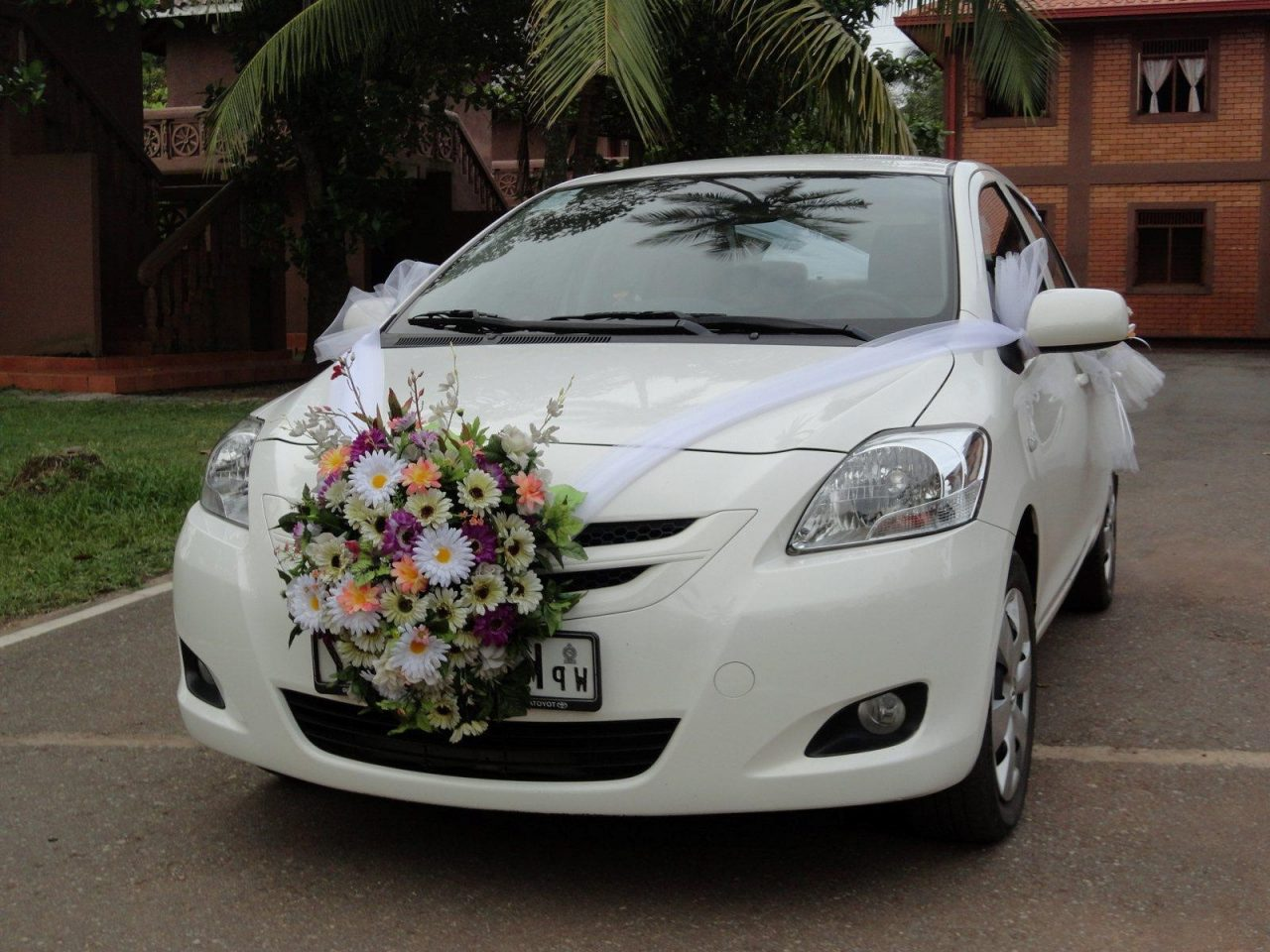 Harshaan travels indian wedding car decoration on budget