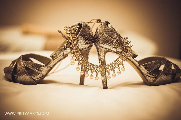 right poses and props for your wedding shoot