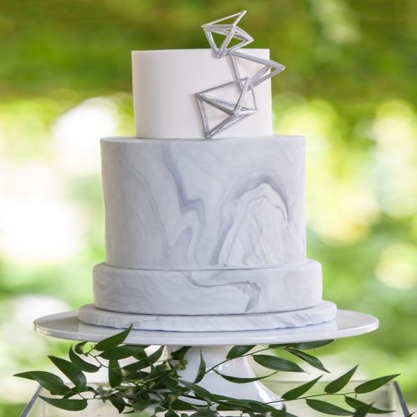 unusual 2016 wedding cake trends