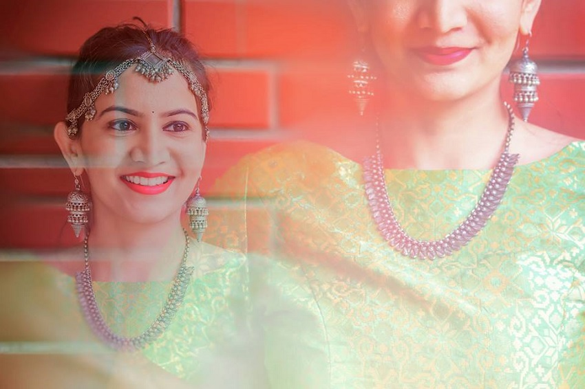 Indian real wedding in Chennai- beautiful wedding jewelry image by best wedding photographers in Chennai 84mm Studio
