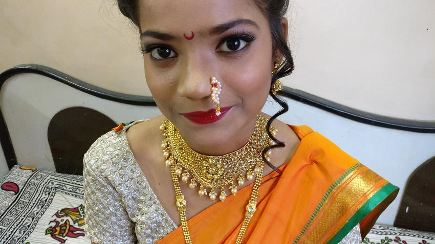 Step by step Marathi bridal look by Deepika Dhambeer