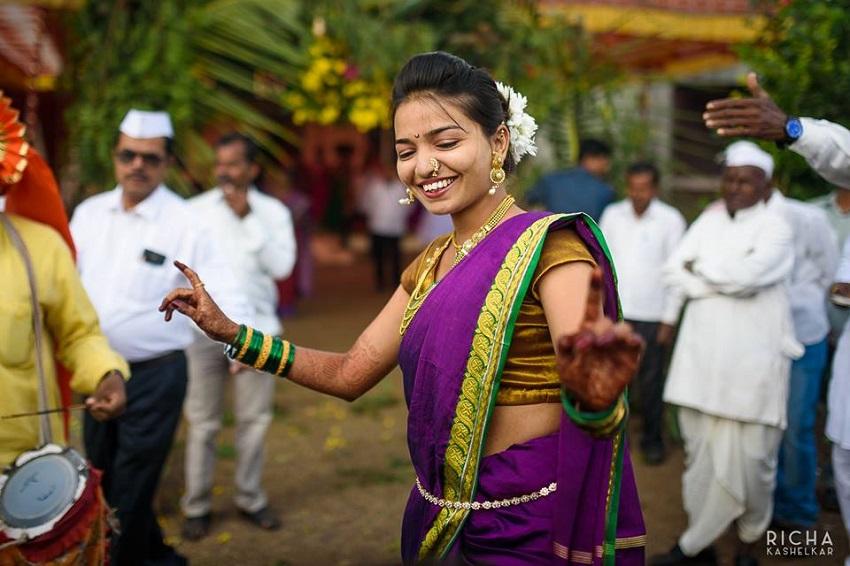 bride dances on her wedding day -Maharashtrian wedding marathi bride
