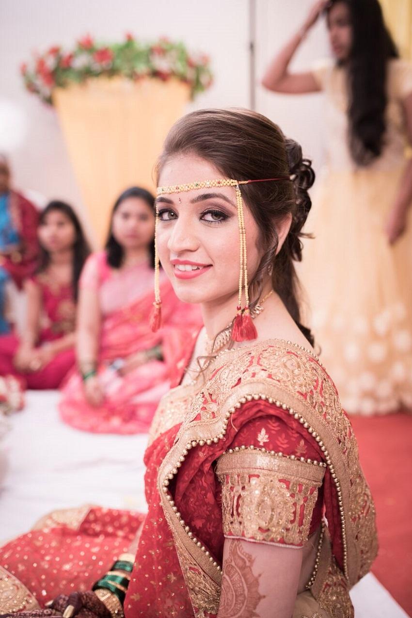 beautiful red Sari for Marathi bride Marathi wedding photography by Crimson wedding photography Pune