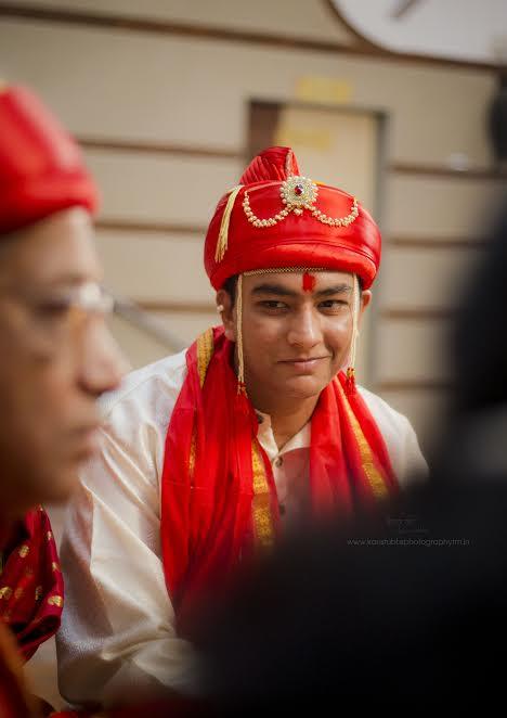 groom Maharashtrian Simple Puneri wedding by Kaustubh's Photography