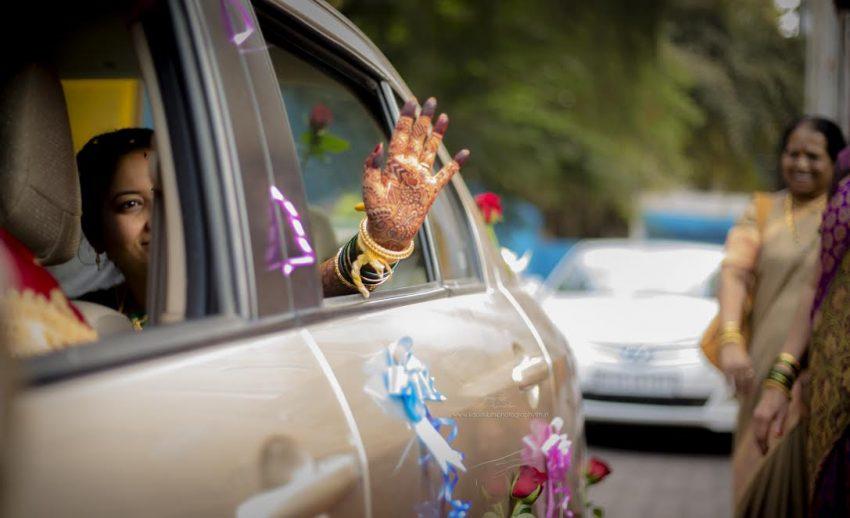 Bidaai-Simple Puneri wedding by Kaustubh's Photography