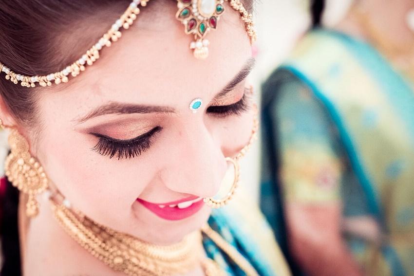 Maharashtrian bride Marathi wedding photography by Crimson wedding photography Pune