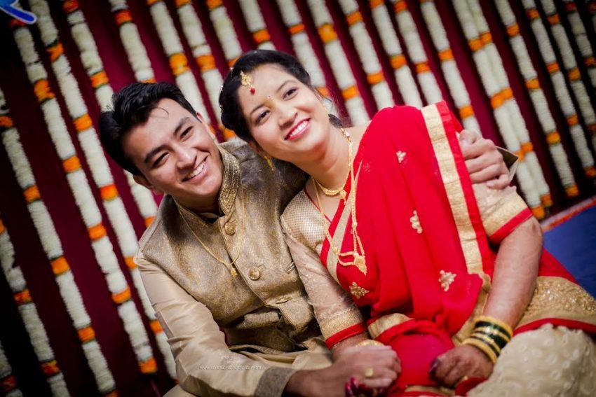 couple Marathi Puneri Simple Puneri wedding by Kaustubh's Photography