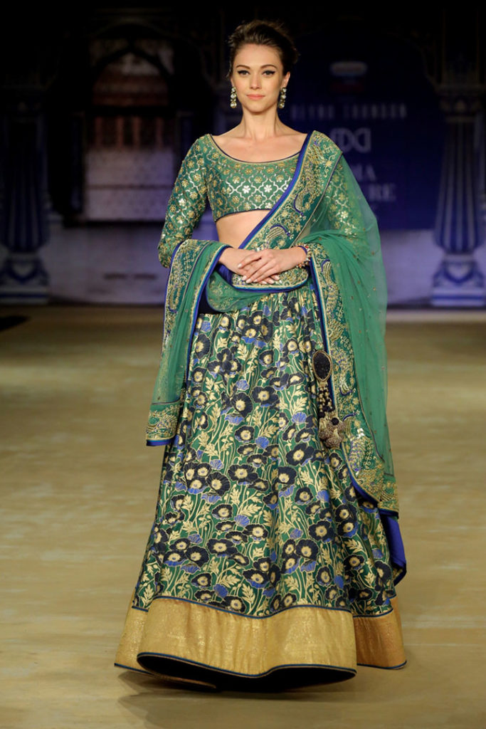 Designer-Reynu-Taandon-In-Association-with-Rajnigandha-Presents-CYAN-Time-to-Find-the-Calm-in-the-Chaos-@-FDCI-India-Couture