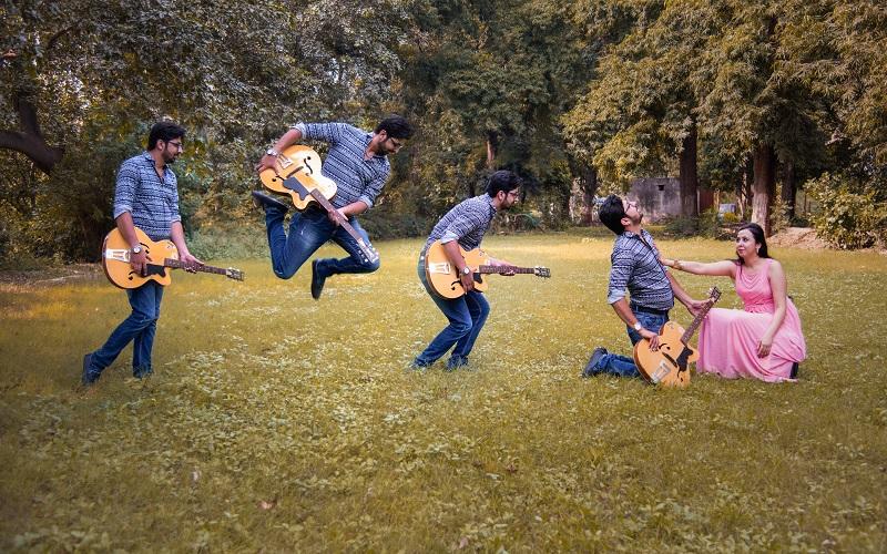 creative pre wedding shoot by Taj Framers